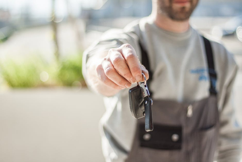 Be courteous while handing over the vehicle